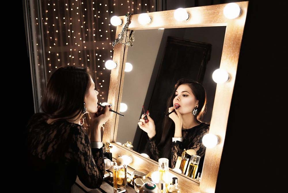 Top 10 Best Makeup Mirrors With Light Bulbs Buying Guide